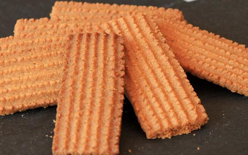 Photo of Scopriamo i segreti dei fragranti e compatti biscotti speziati di Vercelli: i bicciolani