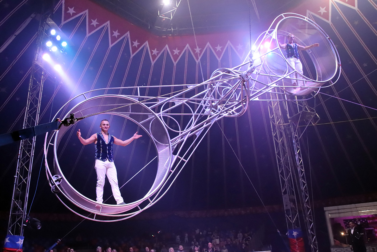 Photo of L'American Circus della famiglia Togni sbarca a Torino: è l'unico al mondo con tre piste