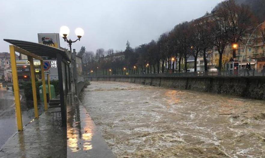 Photo of Maltempo, cresce il livello dei fiumi e torna lo spettro dell'inondazione del '94