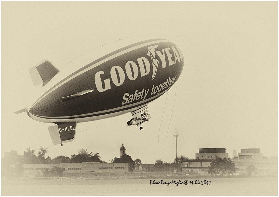 Photo of Lo spettacolo dei dirigibili nel cielo di Torino celebra il centenario della fine della guerra