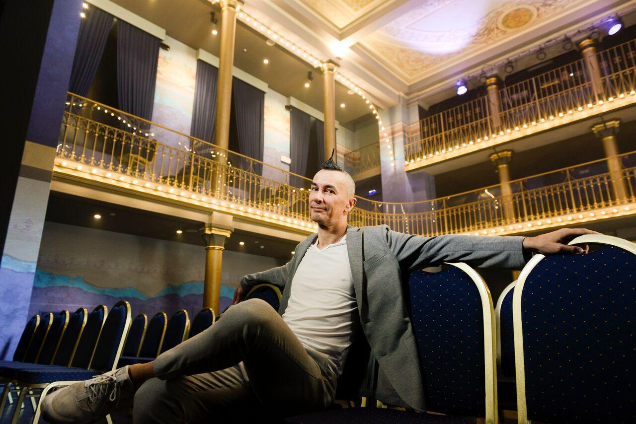 """Photo of Musica, comicità e follia: Arturo Brachetti torna a Le Musichall con """"Spikisi"""""""