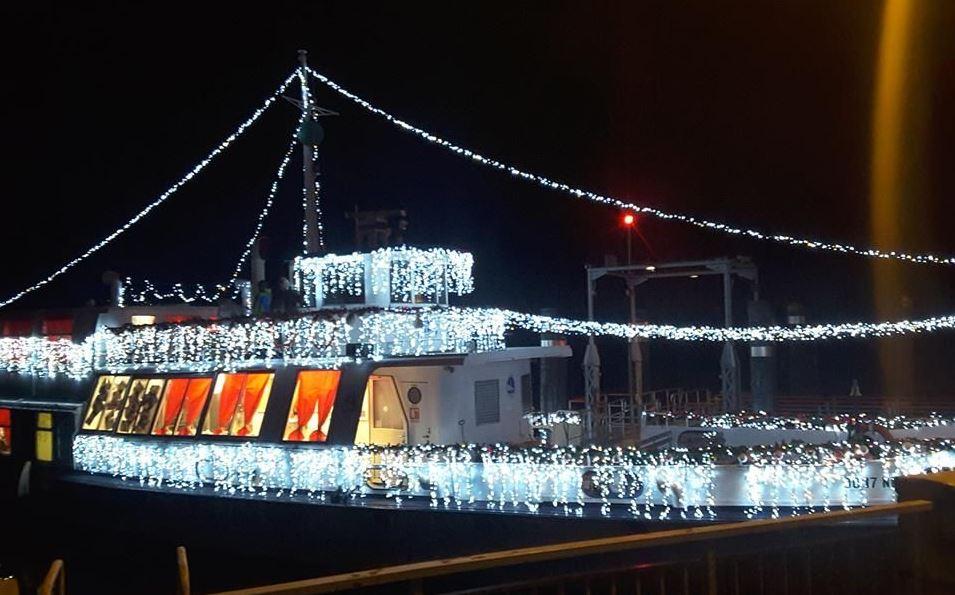 Photo of A Verbania, le feste di fine anno sono più magiche grazie al battello di Babbo Natale