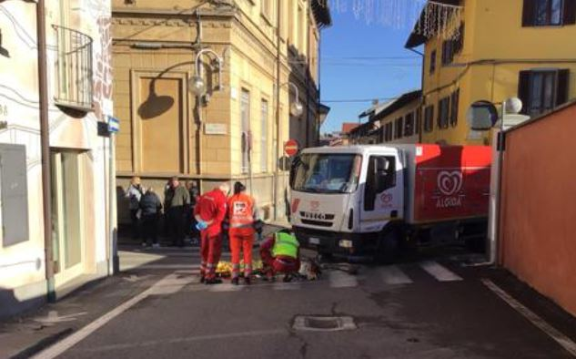 Photo of Pensionato in bici travolto da un camion a Volpiano: inutili i soccorsi