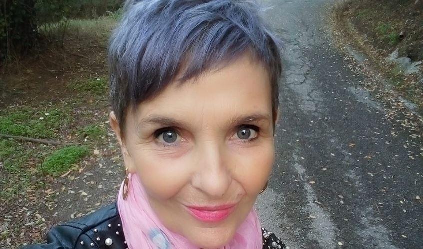 Photo of A colloquio con la scrittrice Laura Binello: credo fermamente nella terapia delle parole