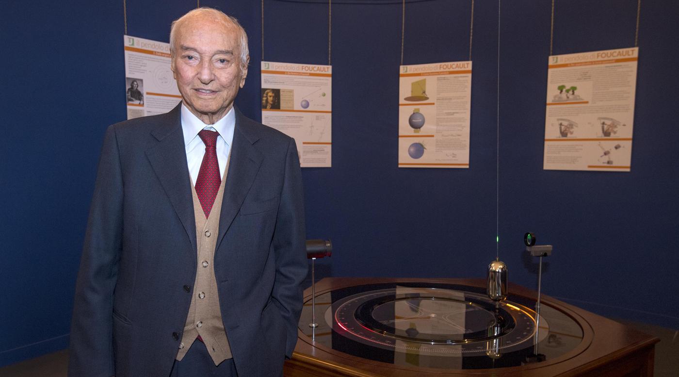 Photo of Un torinese illustre compie 91 anni: auguri a Piero Angela