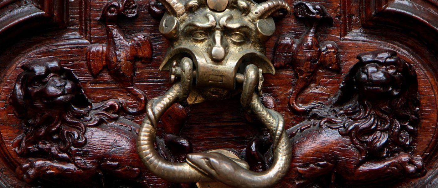 Il Portone del Diavolo di Torino, una storia avvolta da esoterismo e antiche leggende