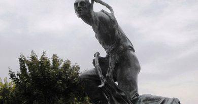 La Morra, svanita nel nulla la Statua del Vignaiolo: l'appello della sindaca