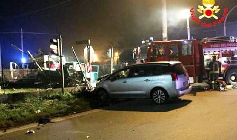 Photo of Nel Novarese: motocarro si scontra con auto e si ribalta, muore un ventiseienne