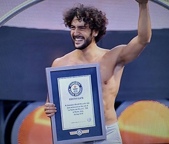 Photo of L'acrobata circense Andrea Cerrato è entrato nel Guinnes World Record