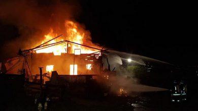 Photo of Cesana, un gruppo di baite avvolte dalle fiamme nella notte