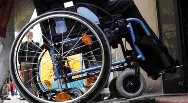 Sedie A Rotelle Torino : Per portare a casa familiare dallospedale ruba sedia a rotelle