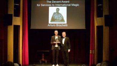 """Photo of Arturo Brachetti incoronato a Londra da """"The Magic Circle"""""""