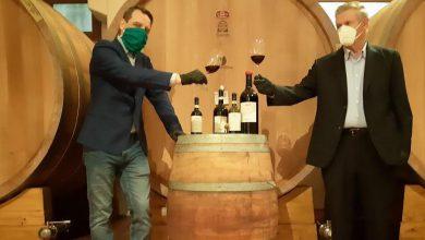 Photo of Clavesana, aperta simbolicamente la prima bottiglia di Dogliani 2019