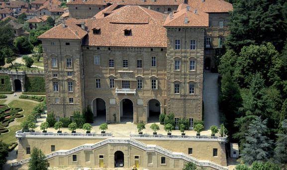 Questa immagine ha l'attributo alt vuoto; il nome del file è Castello-di-Aglie-2.jpg